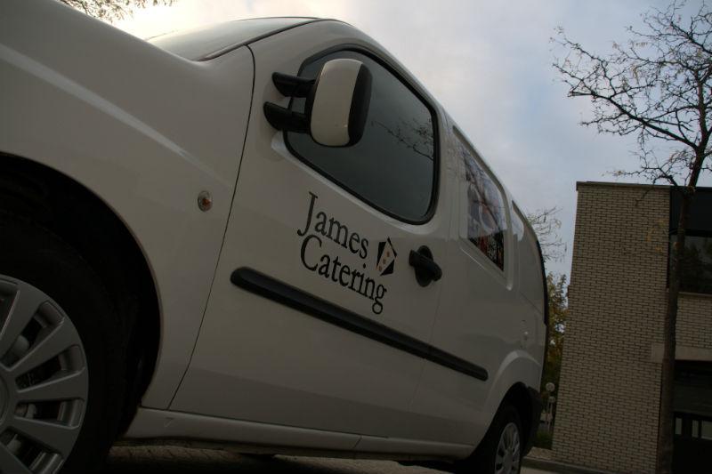 James Catering - Bedrijfswagen zijaanzicht
